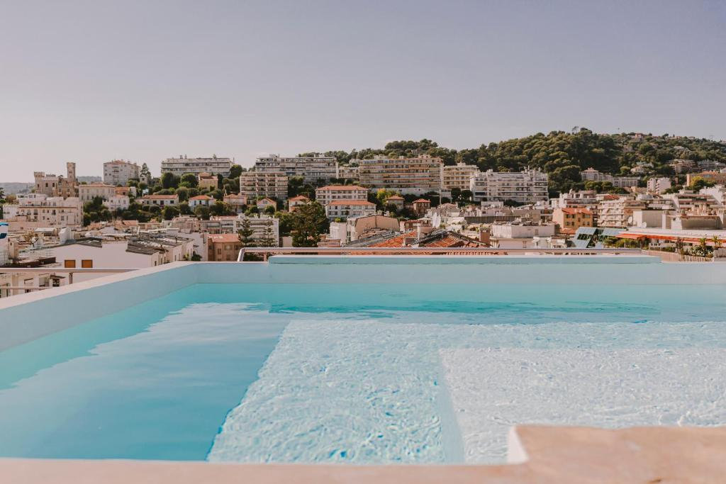 The swimming pool at or close to HOTEL AMOUR NICE