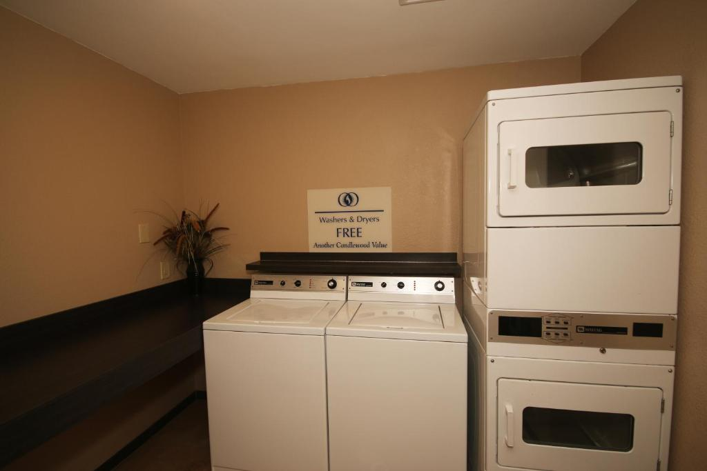 A kitchen or kitchenette at Candlewood Suites Newport News-Yorktown
