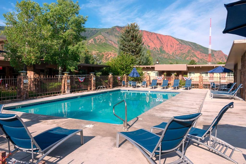The swimming pool at or close to Best Western Antlers
