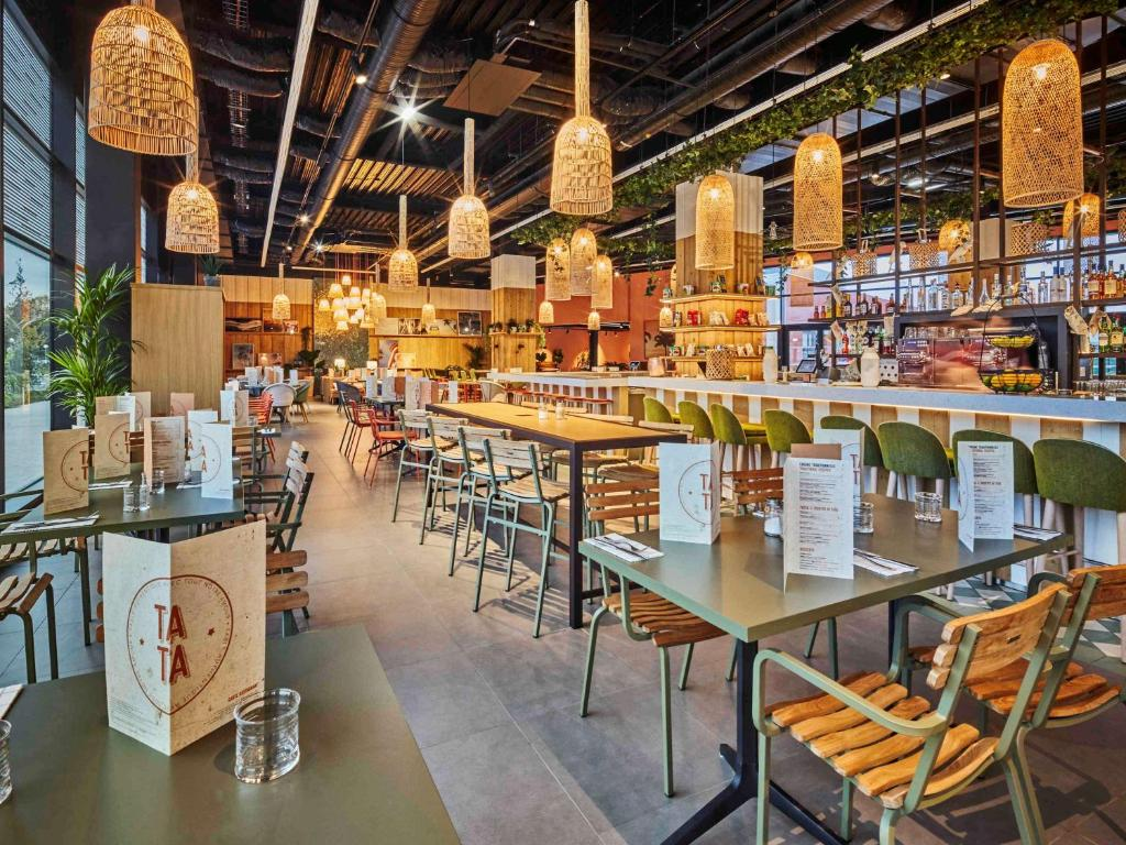 A restaurant or other place to eat at Mercure Paris Orly Tech Airport