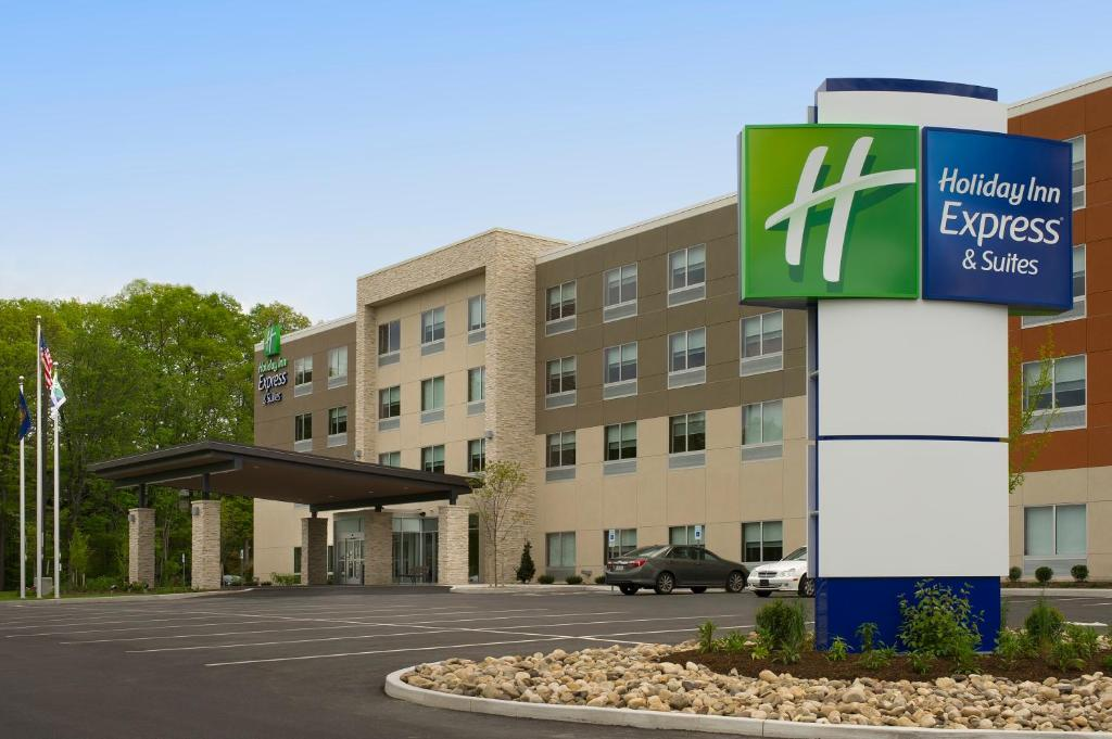 Holiday Inn Express & Suites by IHG Altoona