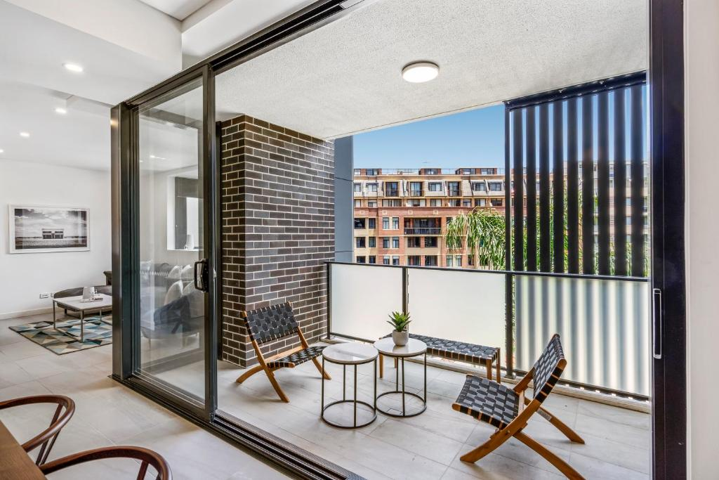 A balcony or terrace at Contemporary unit next to Darling Harbour, CBD