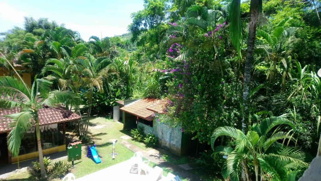 A view of the pool at Pousada Canto de Itamambuca or nearby