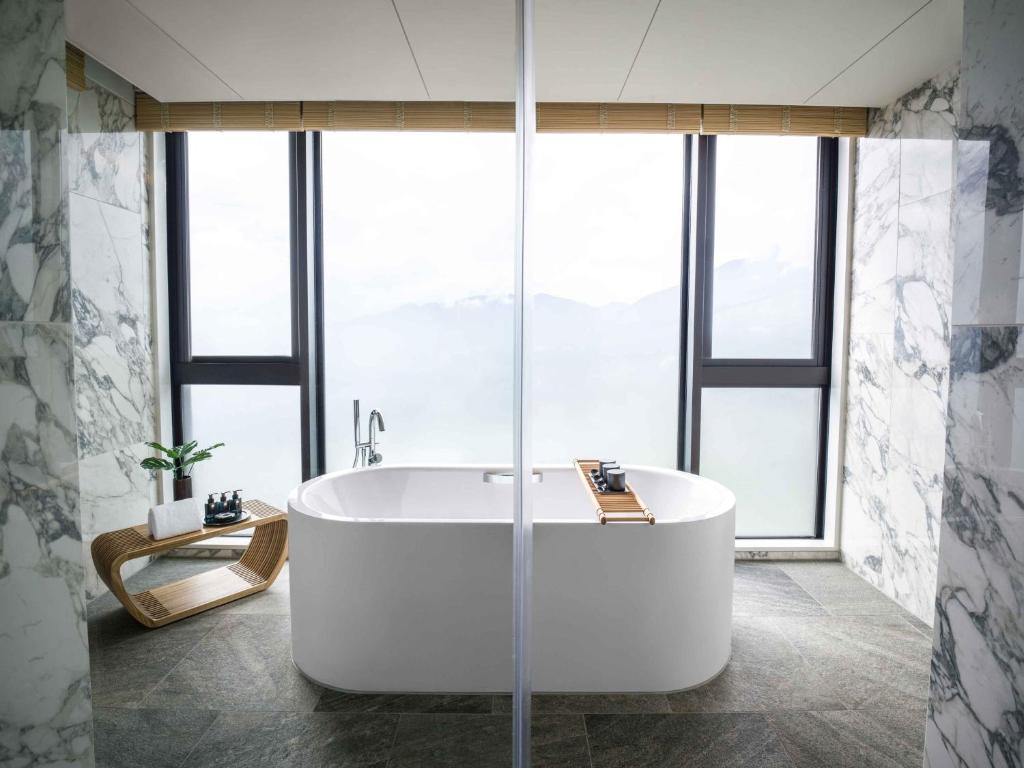A bathroom at ANA InterContinental Beppu Resort & Spa