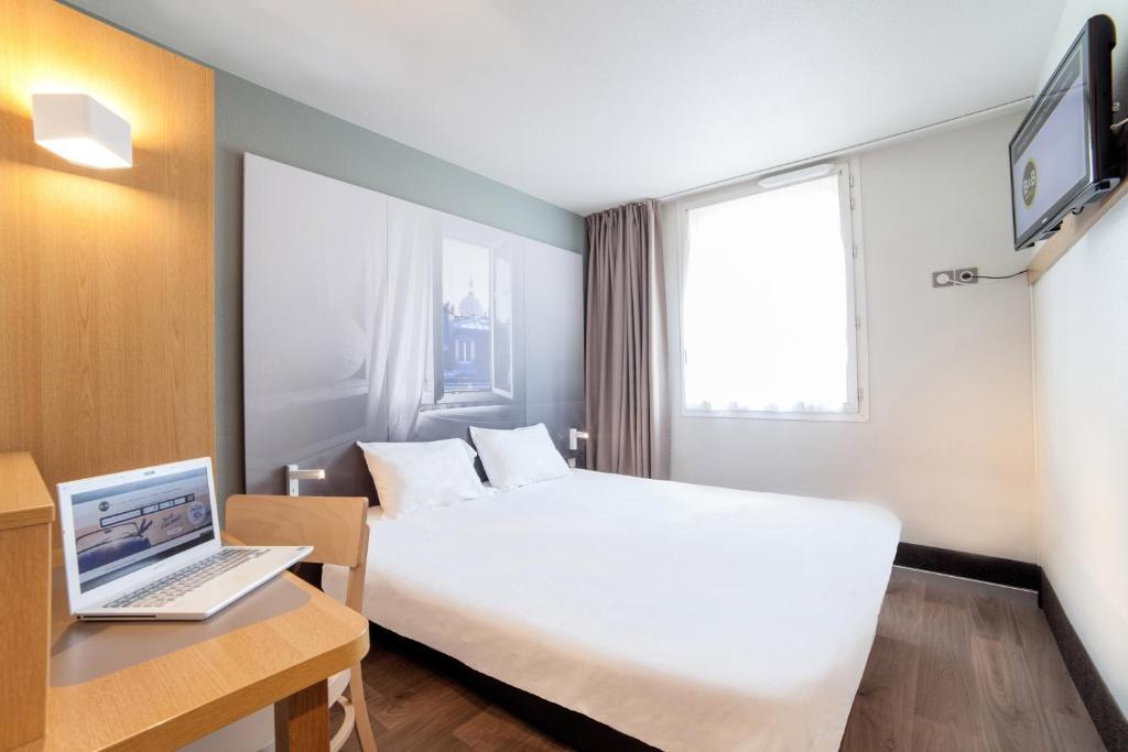 Un ou plusieurs lits dans un hébergement de l'établissement B&B Hôtel Dunkerque Centre Gare