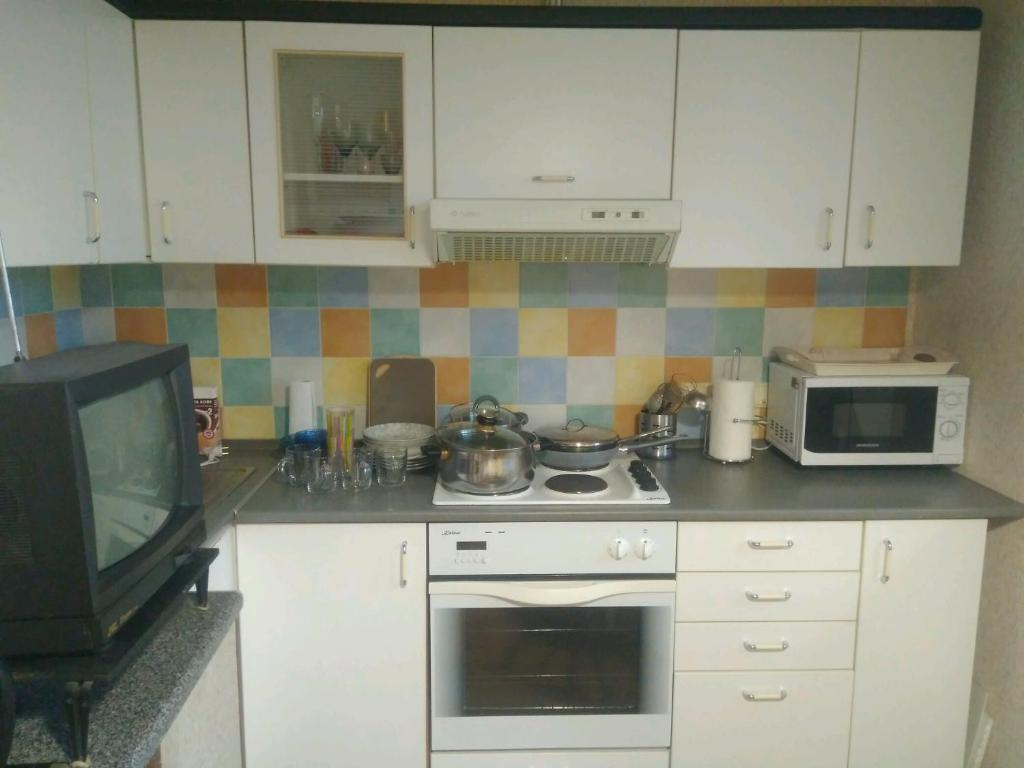 A kitchen or kitchenette at Аппартаменты на Останкинской
