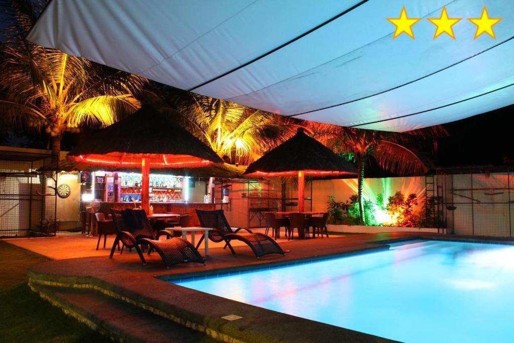 Бассейн в Parrot Resort Moalboal или поблизости