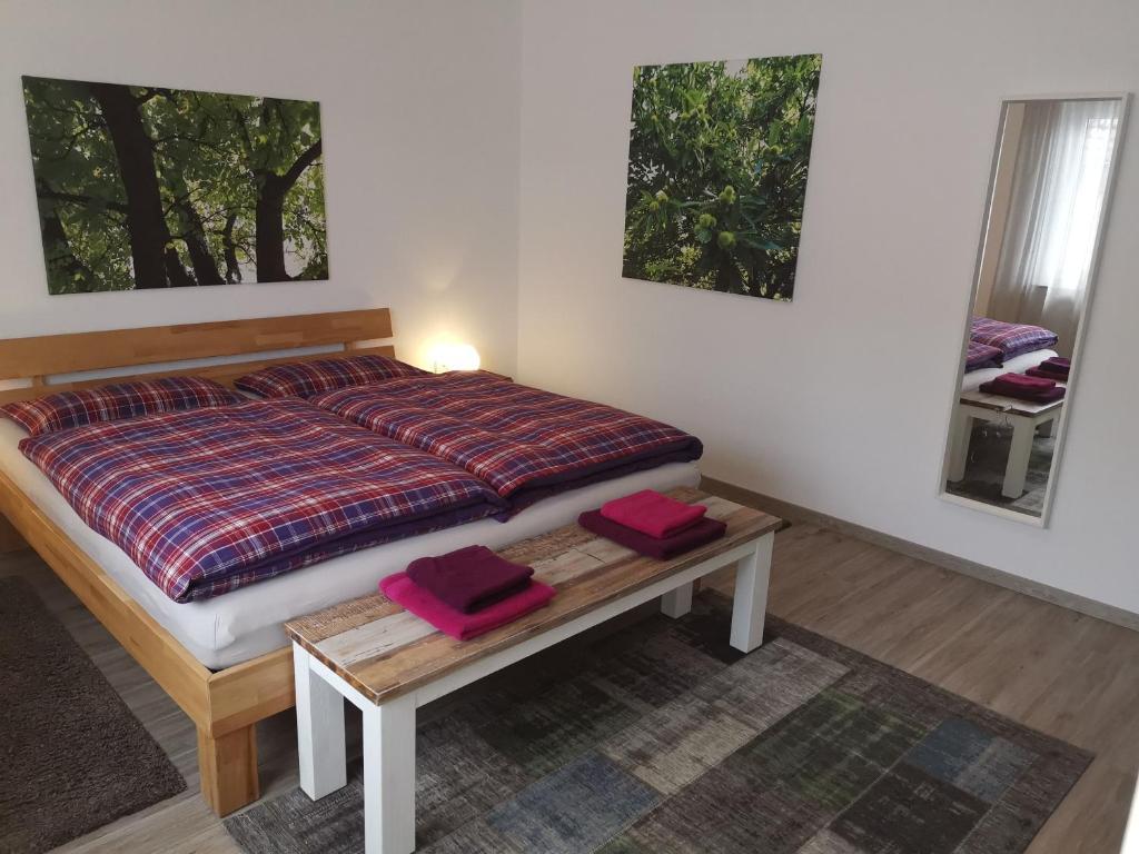 Ein Bett oder Betten in einem Zimmer der Unterkunft SchwaikApart Sonnige Ferienwohnung in Nähe der Weinberge