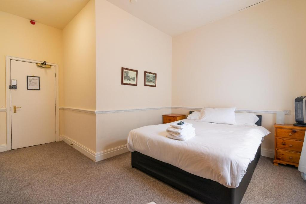 A bed or beds in a room at Old Trafford Stadium Hotel