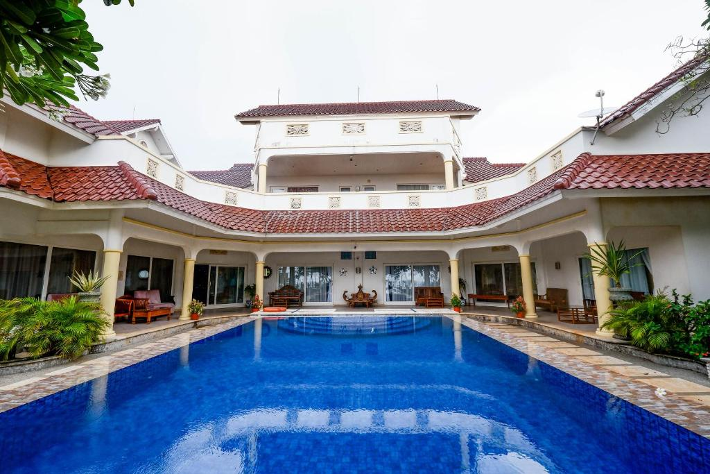 The swimming pool at or close to OYO 2359 Bayfront Karnadia