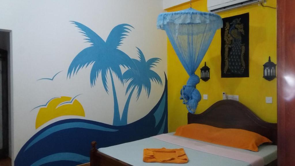 Кровать или кровати в номере Malika's Yellow House