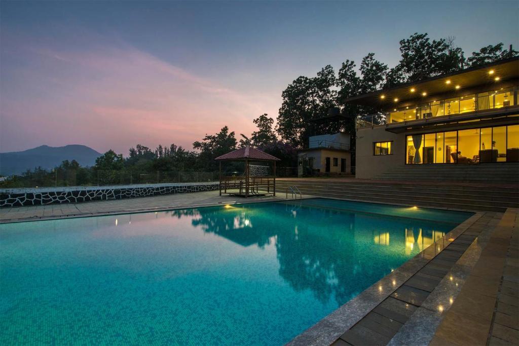 Lake Mansion by Vista Rooms