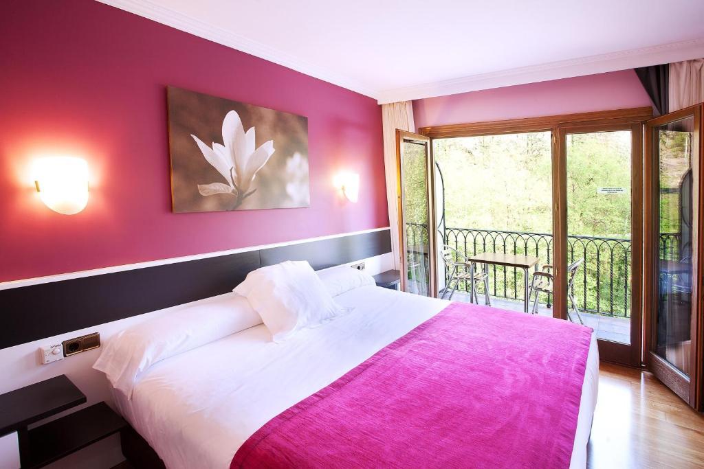 Cama o camas de una habitación en Hotel Venta de Etxalar