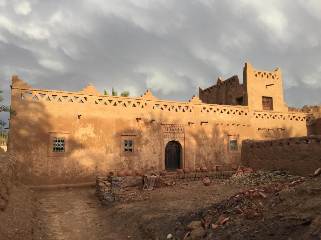 Maison en terre au milieu de la palmeraie, El Feggoust – Updated