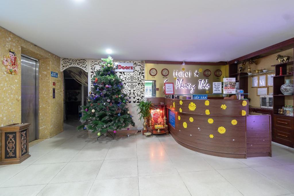 The lobby or reception area at RedDoorz near Tan Huong Market 2