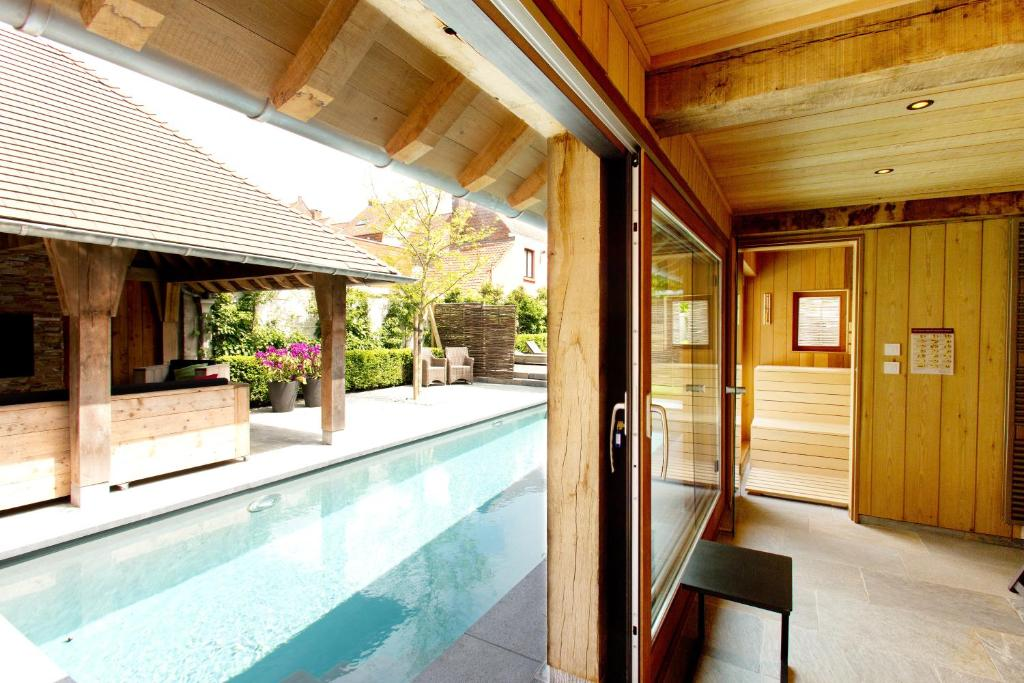 The swimming pool at or close to B&B Charming Brugge