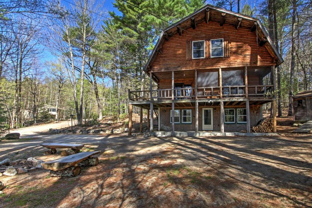 'Treehouse' Rustic Madison Cabin with Game Room, Deck