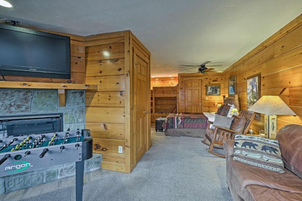 Pigeon Forge Resort Studio Cabin on Dollywood Ln!