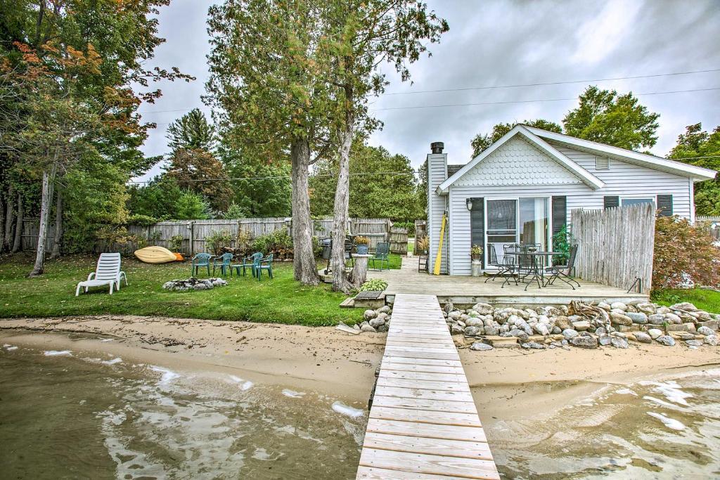Charming Nautical Cottage on Little Traverse Lake!
