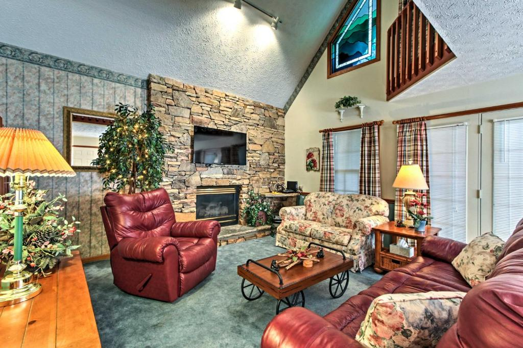 Cozy Cabin with Quaint Charm & Deck in Pigeon Forge!