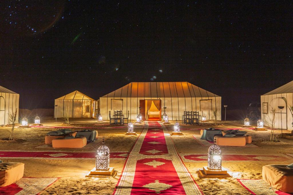 O edifício em que the luxury tent se localiza