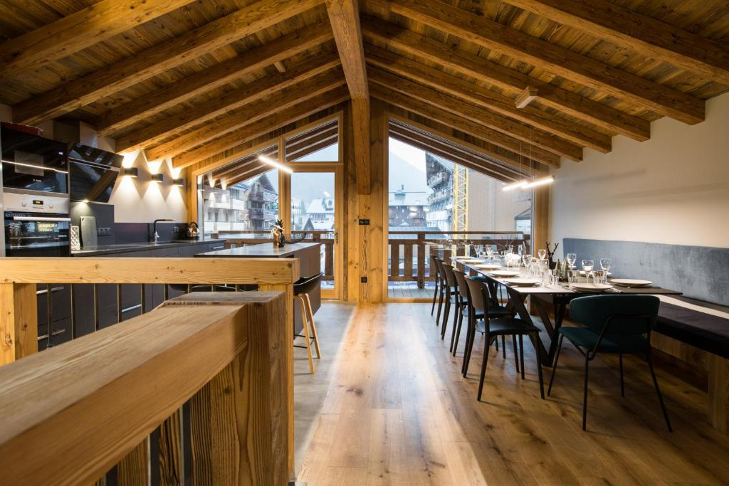 A restaurant or other place to eat at Le Chalet Nativ