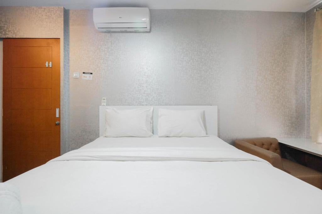 Well Appointed 1BR Apartment at Cinere Bellevue Suites By Travelio