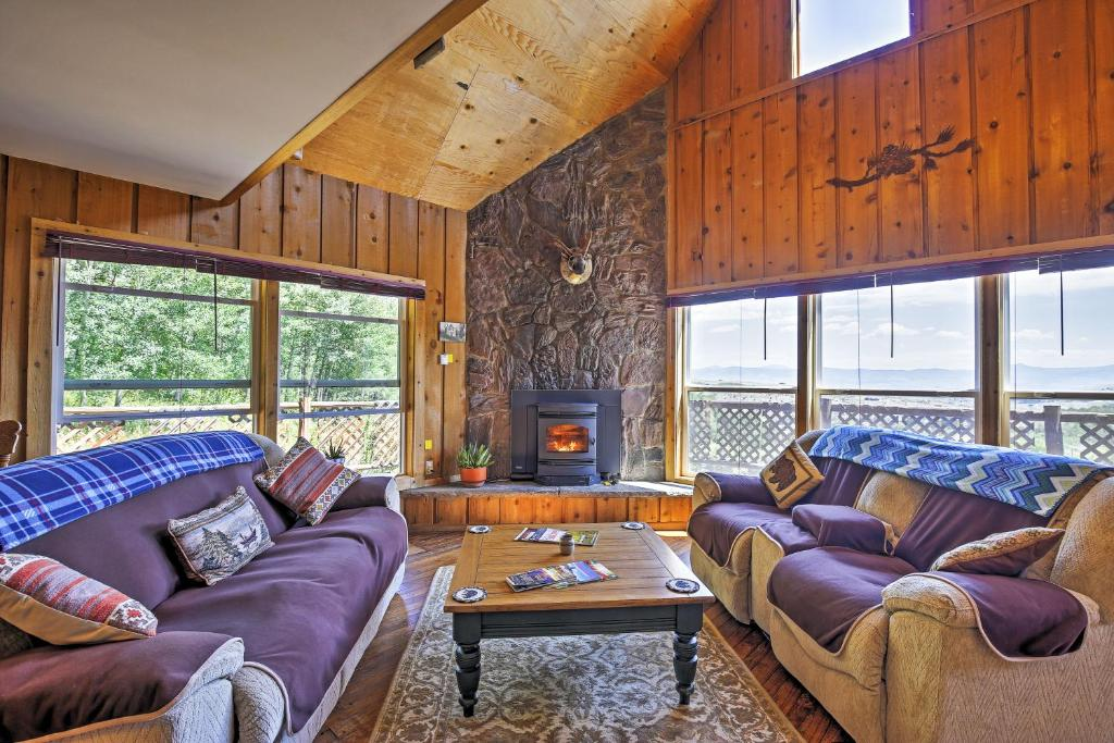 Gore Pass Kremmling Cabin with Hot Tub & Mtn Views!