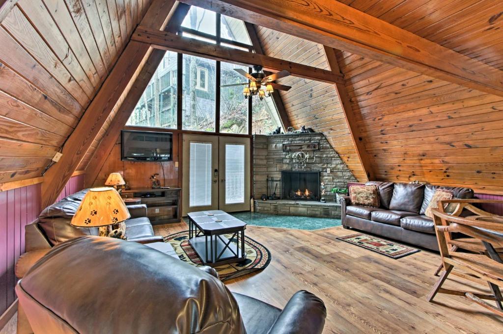 A-Frame Gatlinburg Cabin with Deck & Private Hot Tub!