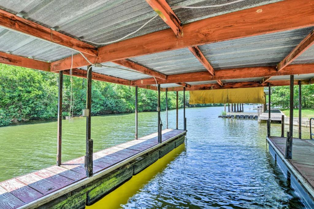 Waterfront Hot Springs Cabin with Deck and Private Dock