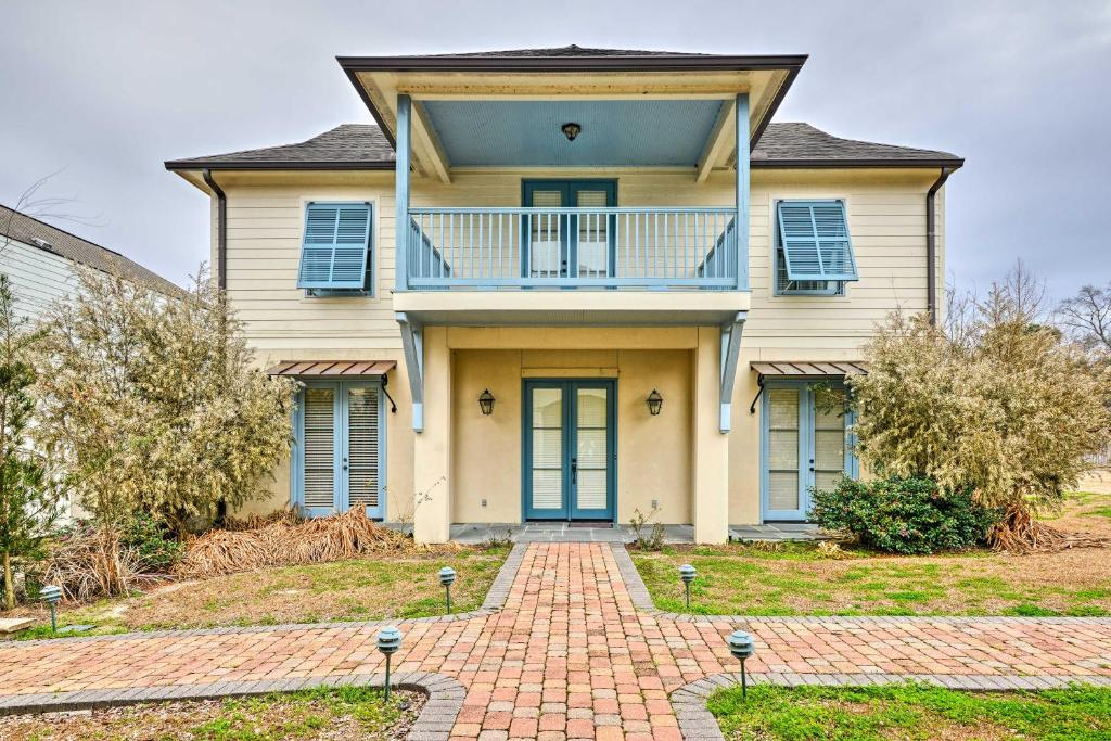 Baton Rouge Area House with Balcony & Pier Access