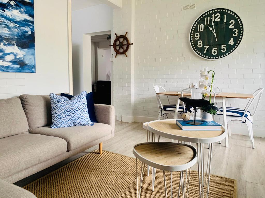 A seating area at The Wheelhouse - 2BR Waterfront Apt in town