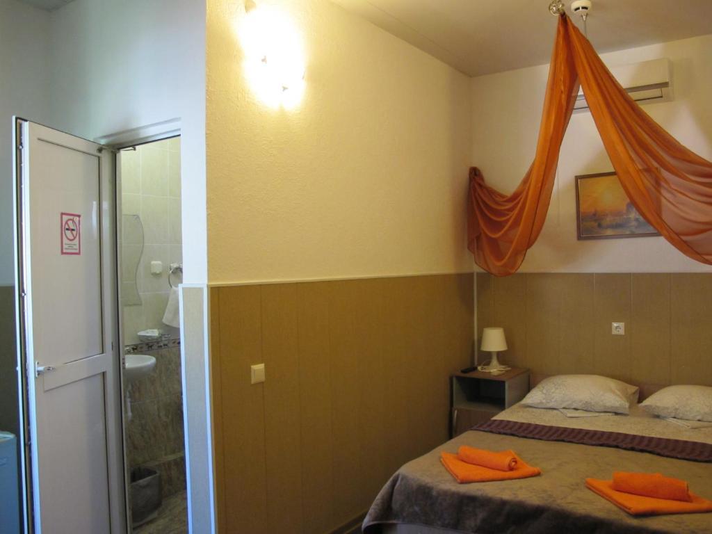 """Кровать или кровати в номере Гостевой дом """"Морской прибой"""""""