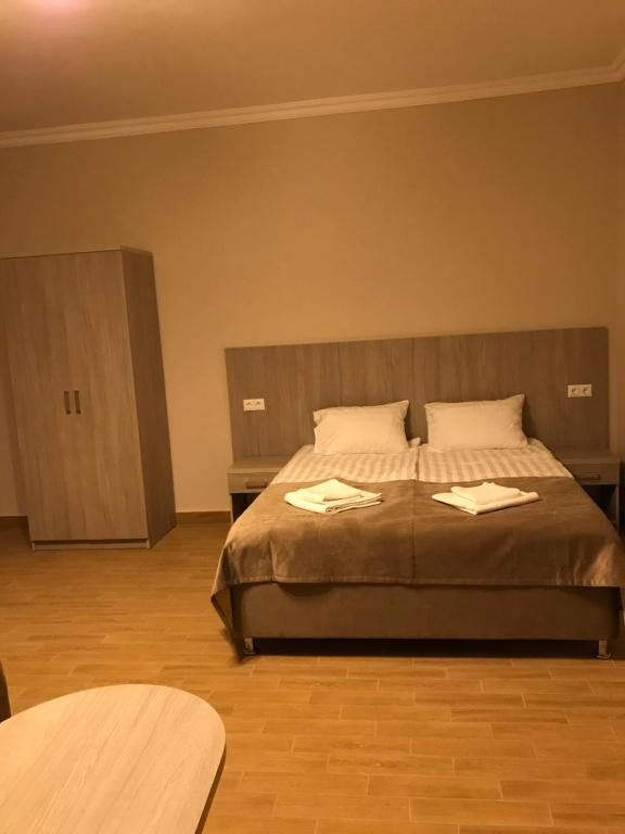 A bed or beds in a room at On Ivoviy Guest House
