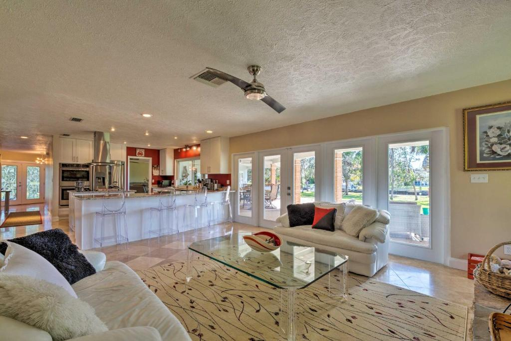 A seating area at Waterfront Crystal River Home w/Dock & Fire Pit
