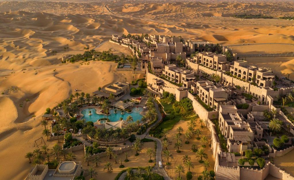 Ptičja perspektiva objekta Anantara Qasr al Sarab Desert Resort