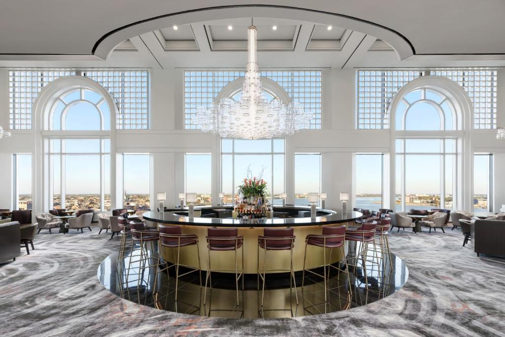 A restaurant or other place to eat at The Westin New Orleans