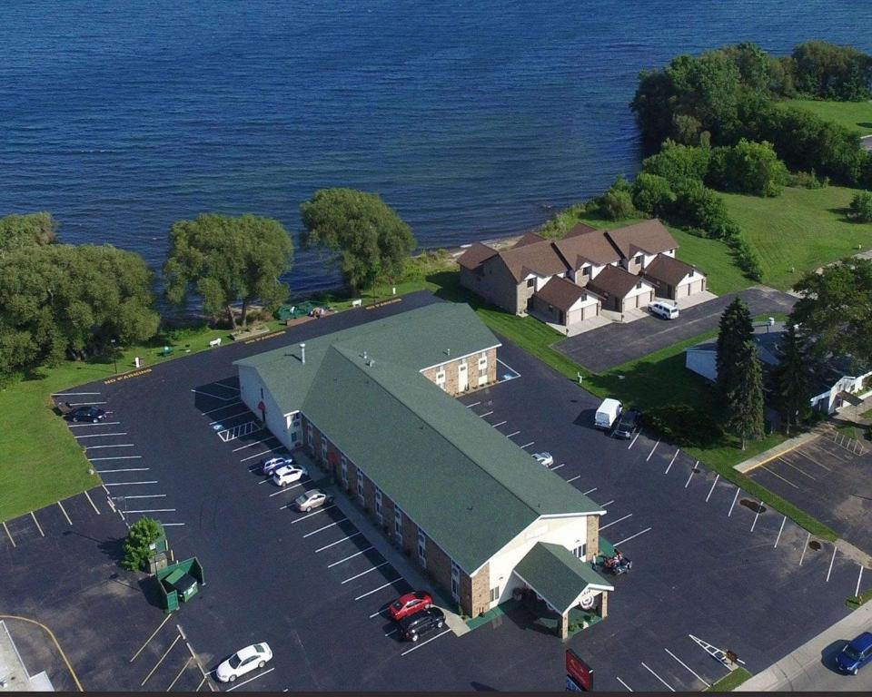 Econo Lodge On the Bay