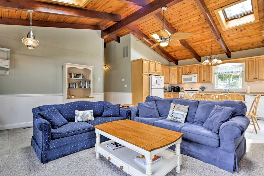 Cozy North Falmouth Home with Guest House and A and C!