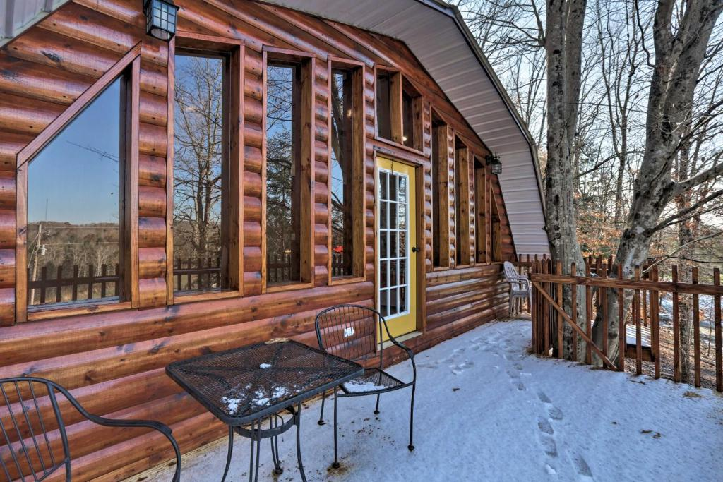 Beattyville Cabin with Decks-by Red River Gorge!