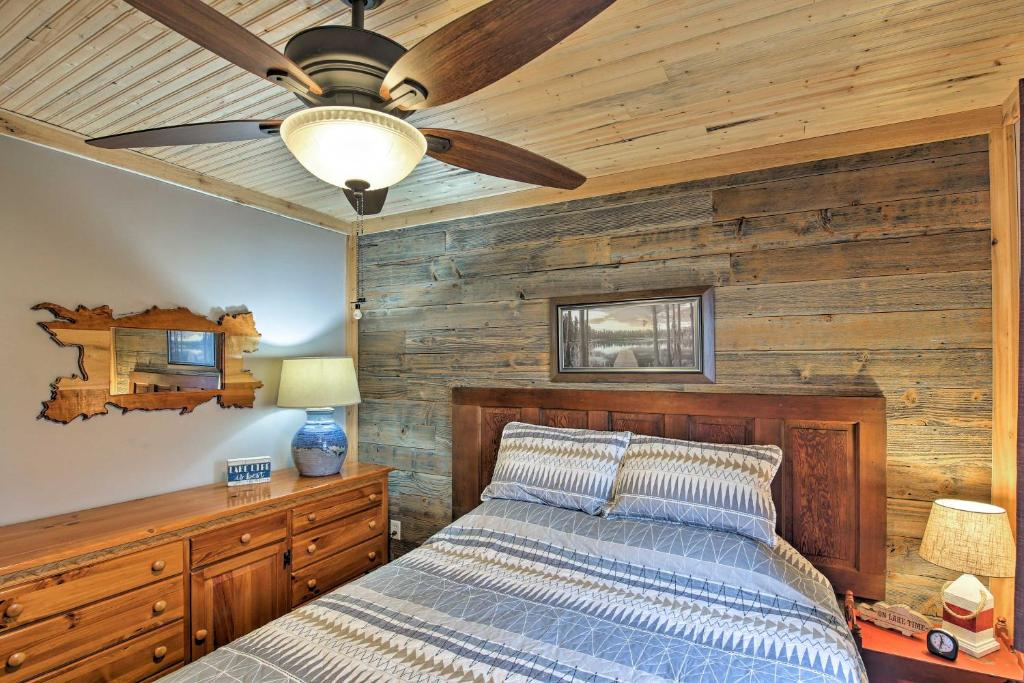 A bed or beds in a room at 'Cozy Cottage' with Dock & Patio by Indiana Beach