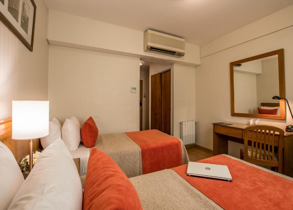 Cama ou camas em um quarto em Hotel Solans Carlton