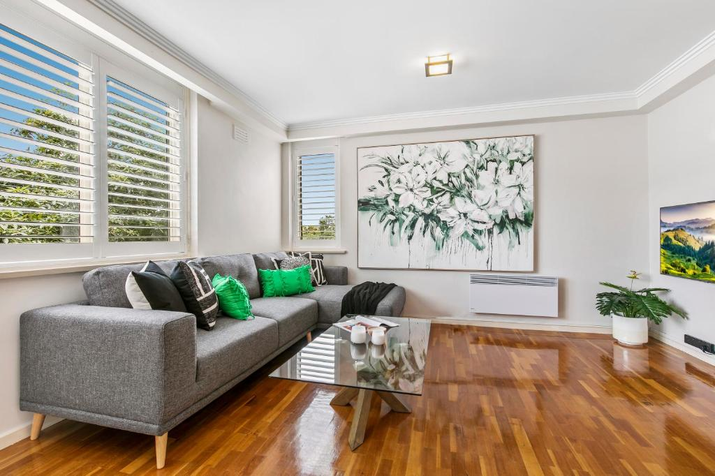 A seating area at Oversized apartment close to city, parks, MCG