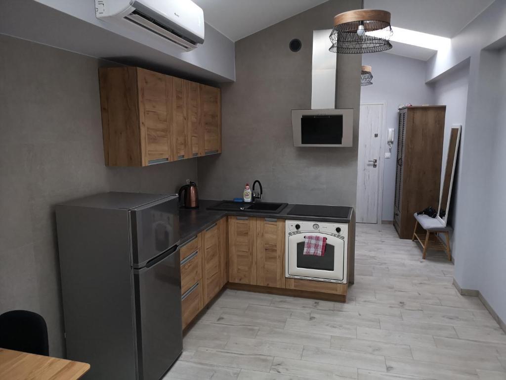 A kitchen or kitchenette at Apartamenty Rynek