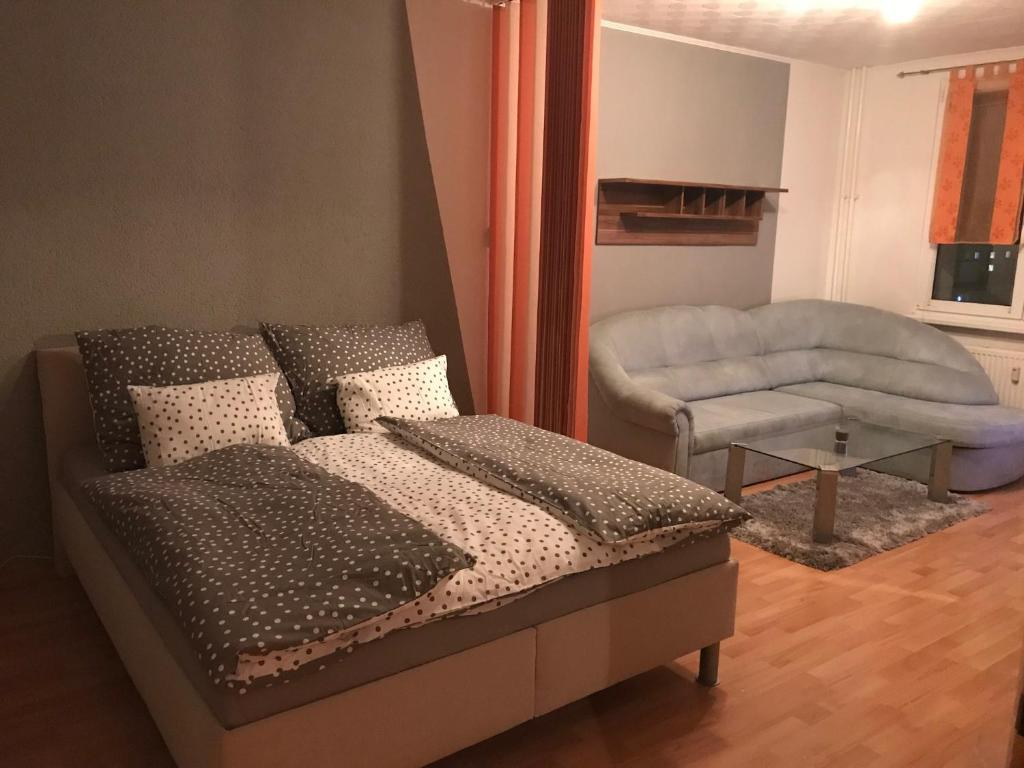 A bed or beds in a room at Apartman QUATTRO