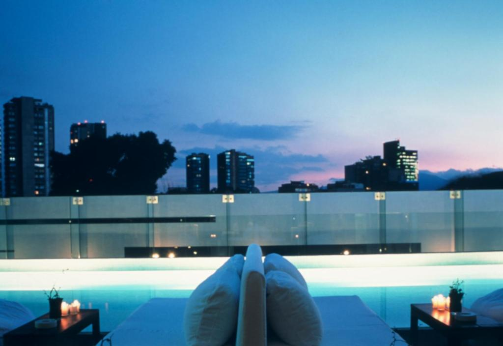 The swimming pool at or close to Hotel Habita