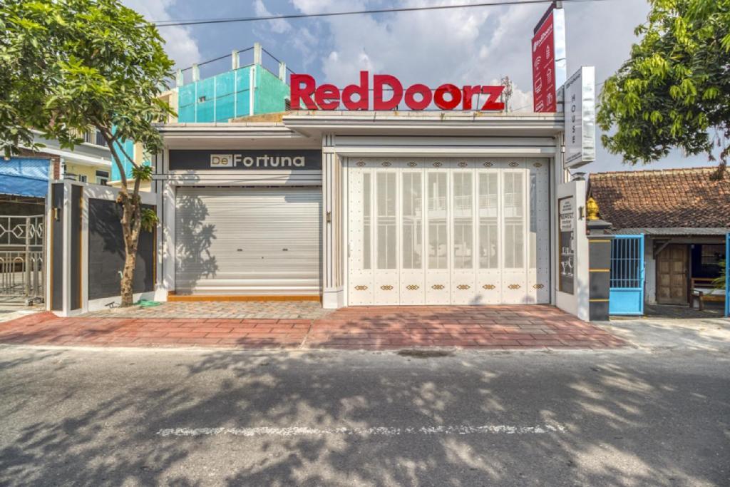 Reddoorz Plus Near Gembira Loka Zoo 2 Yogyakarta Harga Terbaru 2020