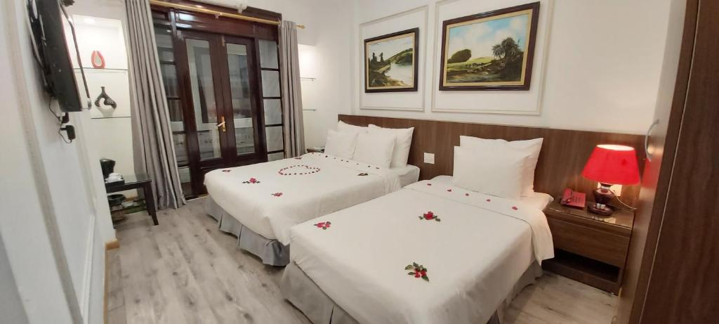 A bed or beds in a room at Hanoi Endless Hotel