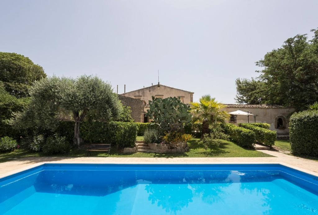 The swimming pool at or near Apartment with one bedroom in Chiaramonte Gulfi with shared pool enclosed garden and WiFi
