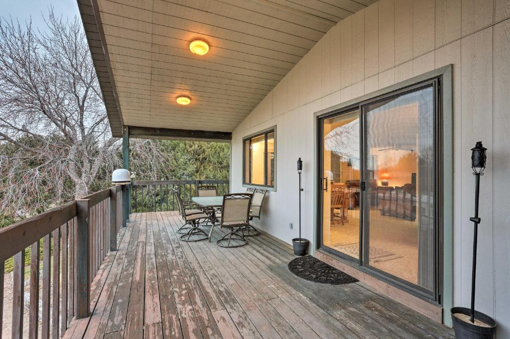 House with Wraparound Deck Near Lake McConaughy